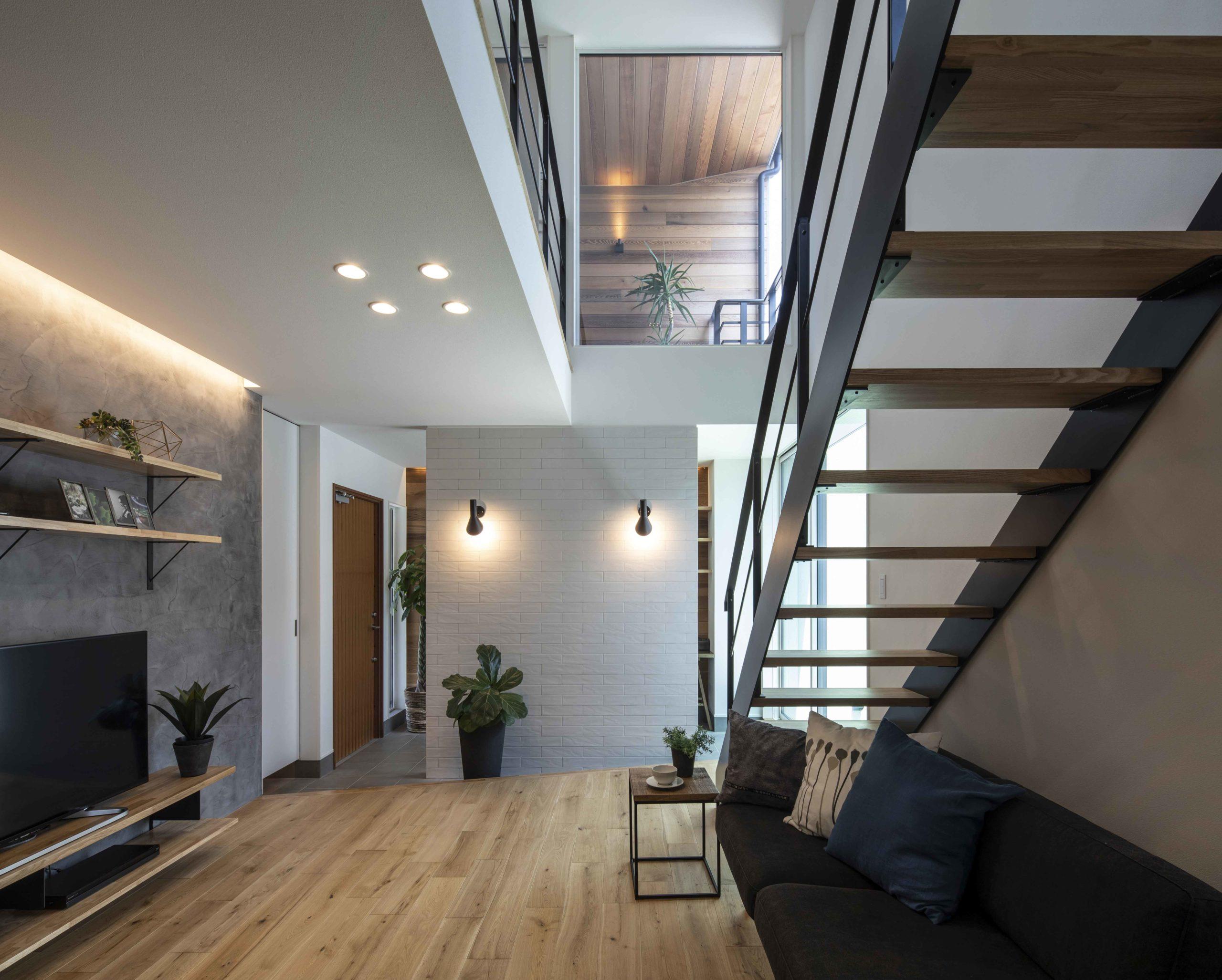 コートハウスでプライバシーを確保中庭がもたらす開放的な室内07